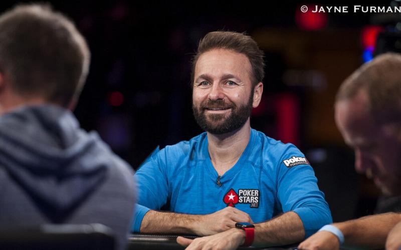 Daniel Negreanu jogando Poker